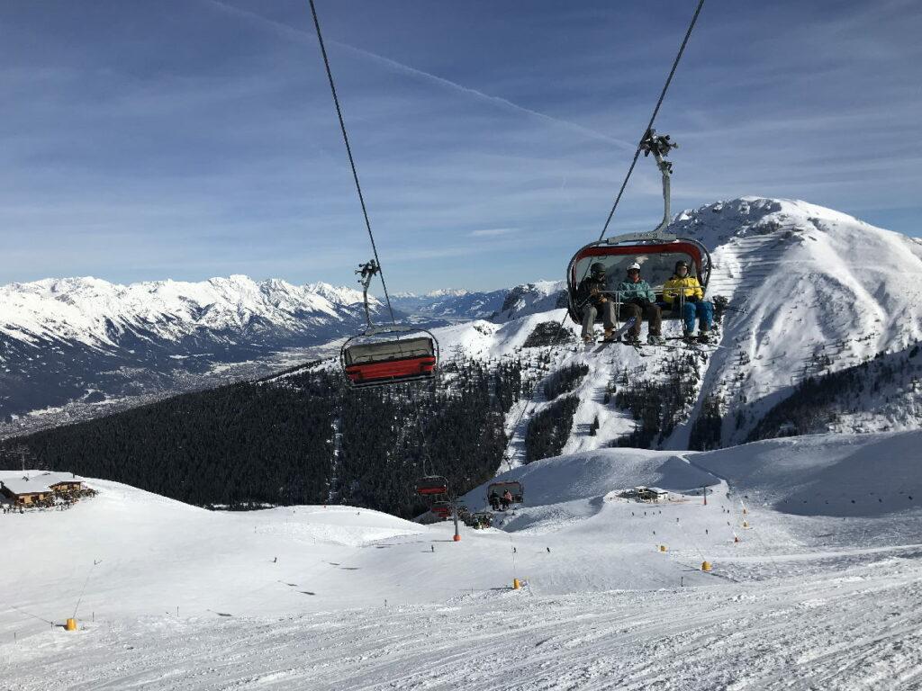 Nahe Innsbruck in den Skiurlaub mit Kindern: Willkommen in der schneesicheren Axamer Lizum