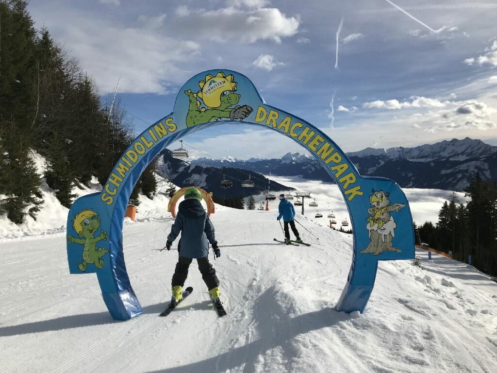 Kurzweilige Pisten im Skiurlaub mit Kindern in Österreich - Dank dem Drachen Schmidolin