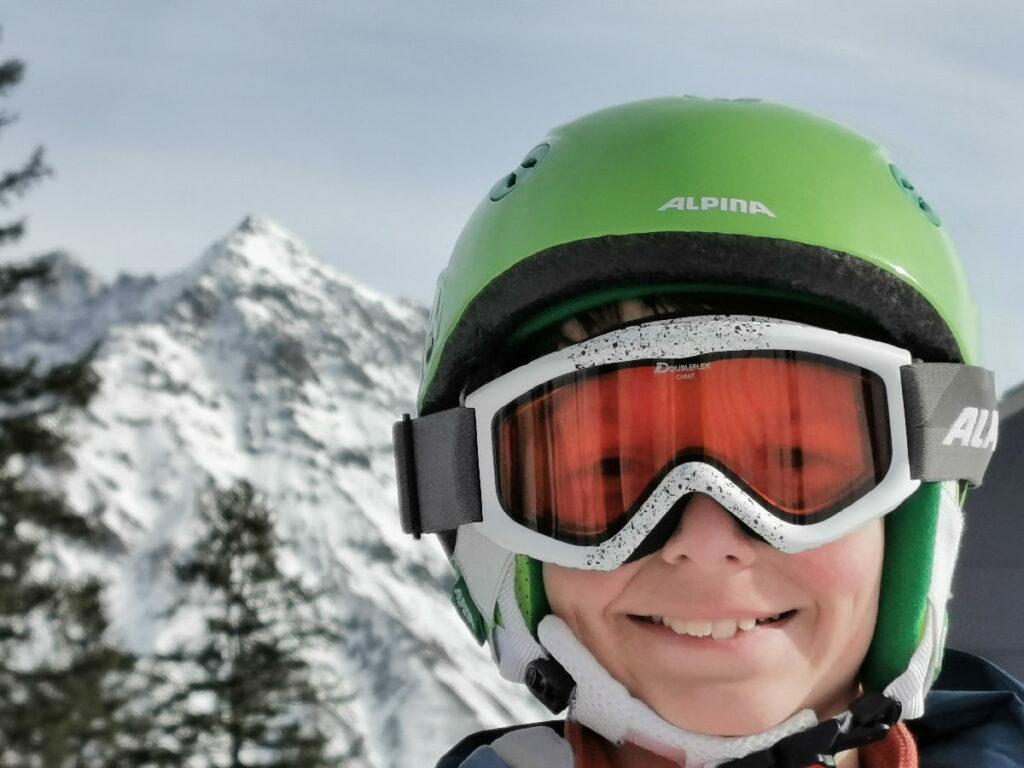 Skiurlaub mit Kindern - ohne passenden Helm und Skibrille geht nichts!