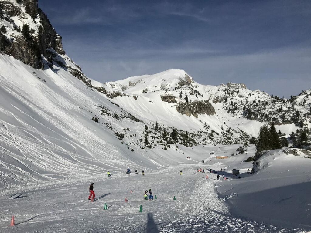 Das ist das schneesichere Übungsgelände für die Skianfänger