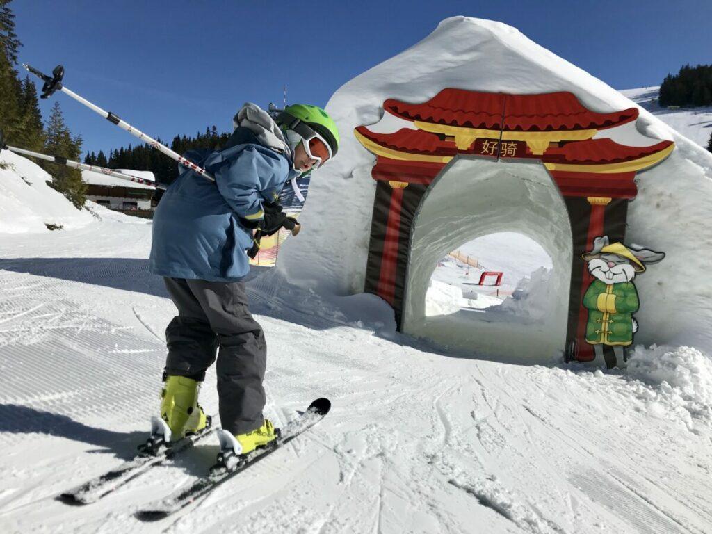 Die Planai lockt mit besonderen Abfahrten im Skiurlaub mit Kindern Österreich