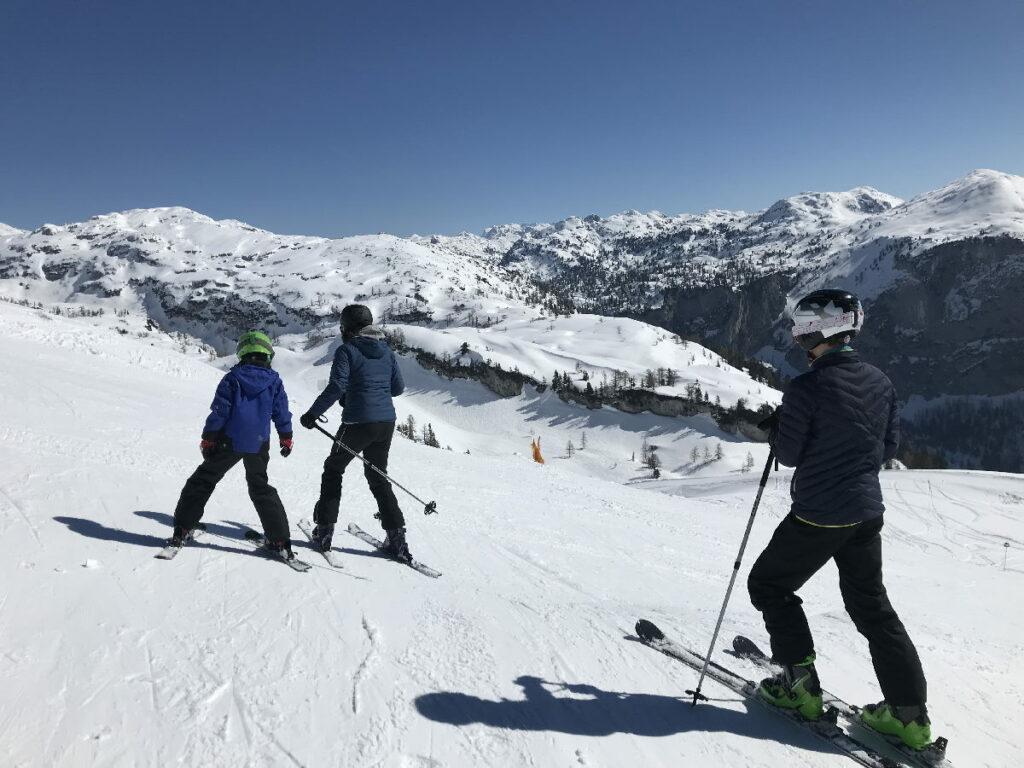 Unsere Abfahrt im Skiurlaub mit Kindern am Loserfenster - mit diesem Traumblick