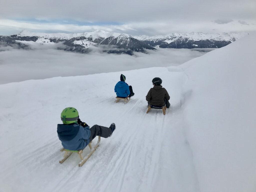 Winterurlaub ohne Ski - kilometerlang rodeln und mit der Bahn wieder gemütlich nach oben für die nächste Abfahrt