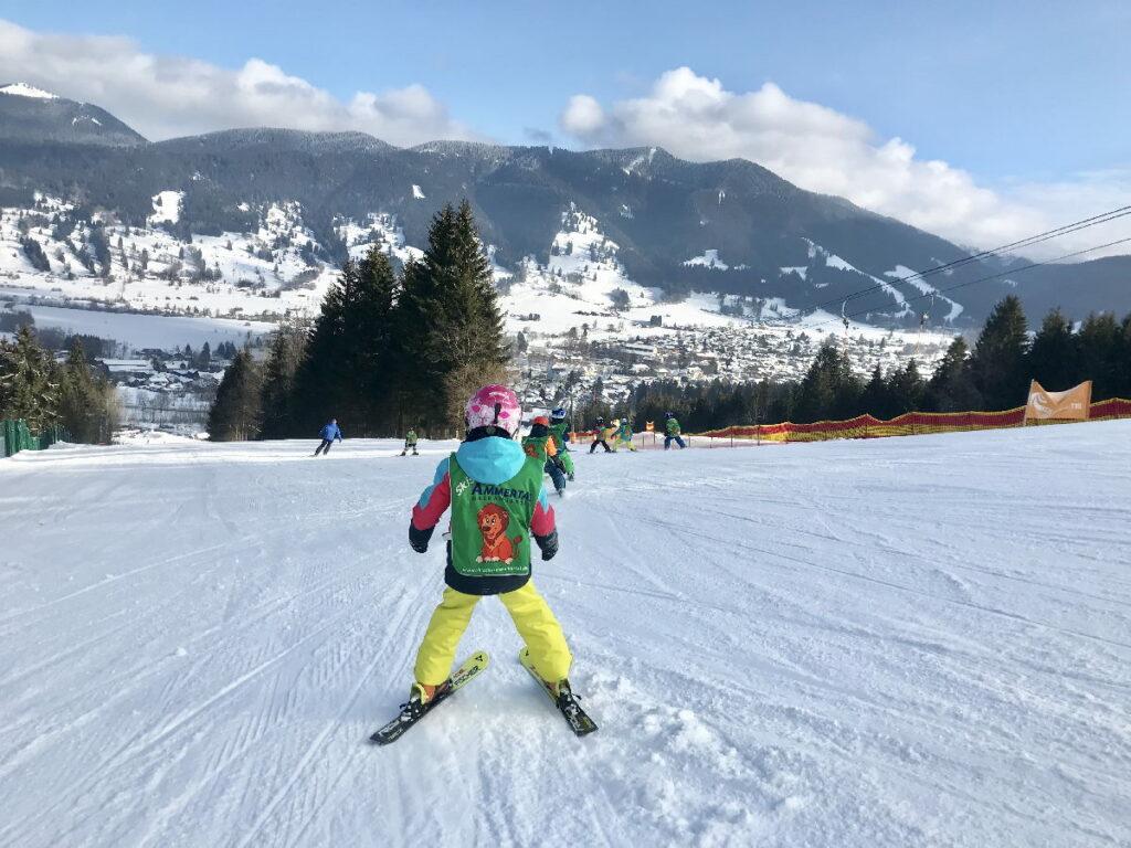 Skiurlaub mit Kindern Deutschland - freie Bahn am Kolbensattel in Oberammergau
